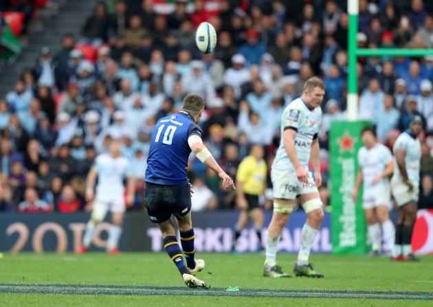 Jonathan Sexton misses a penalty