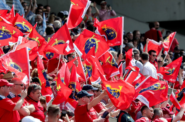 Munster fans wave flags