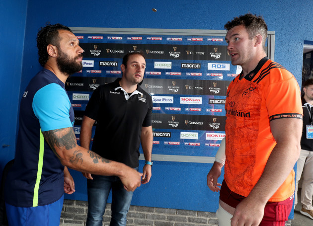 Isa Nacewa and Peter O'Mahony with referee Stuart Berry at the coin-toss