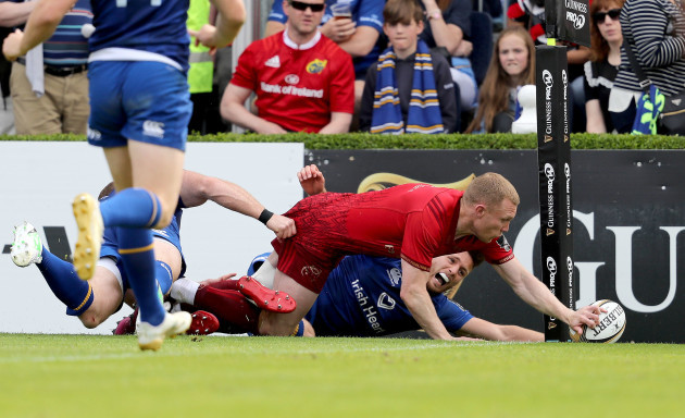 Keith Earls scores a try