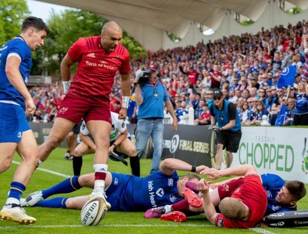 Simon Zebo celebrates team mate Keith Earls' try