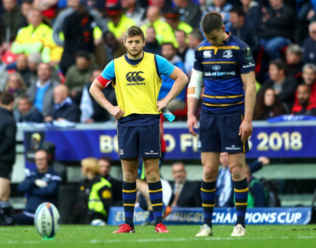 Ross Byrne looks on as Jonathan Sexton prepares to kick
