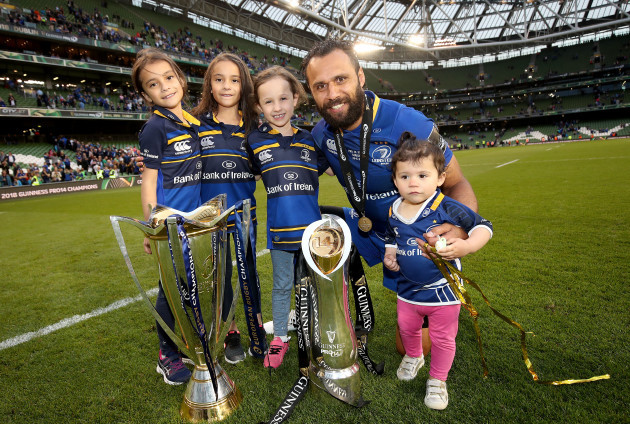 Isa Nacewa celebrates with his four daughters