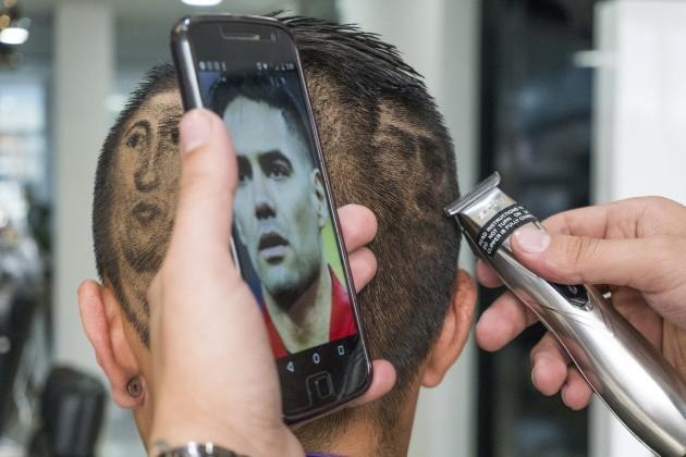 Bogota Barber 'Snips' Favorite Players In Hair