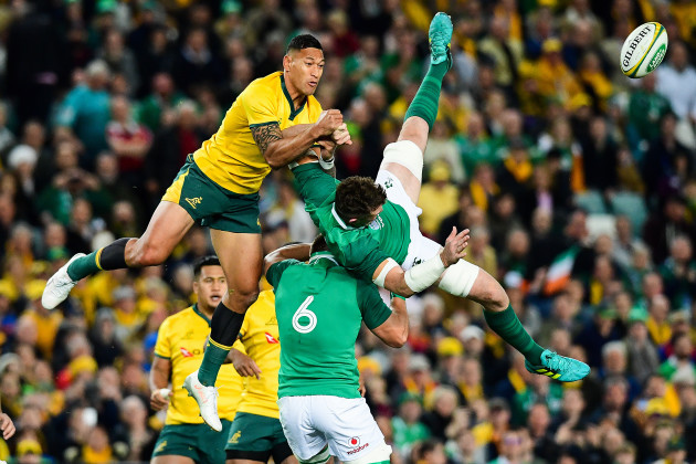 Israel Folau and Peter O'Mahony contest a restart
