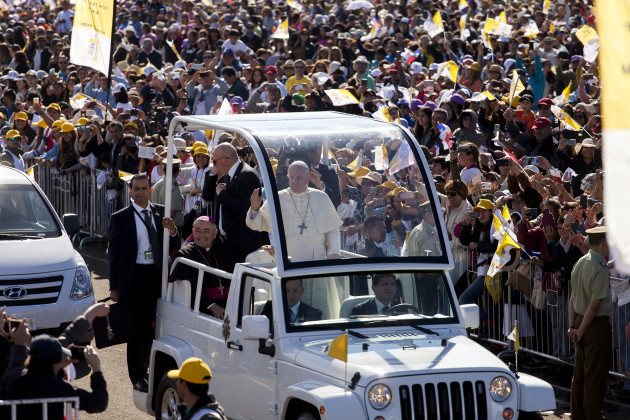 Chile: Pope Francis Greets the Crowd in Temuco