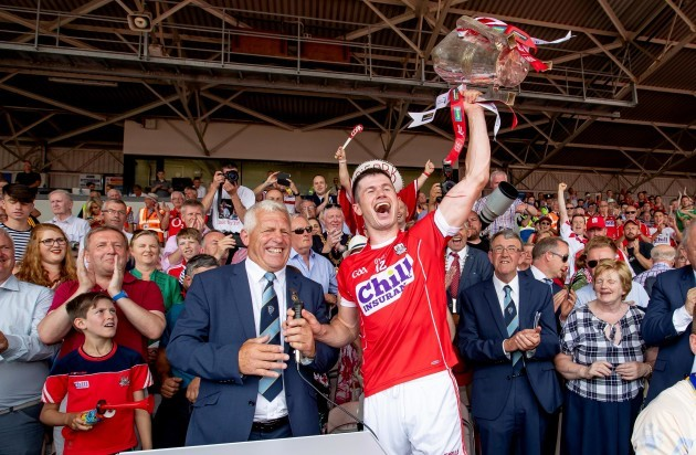 Jerry O'Sullivan presents the trophy to Seamus Harnedy