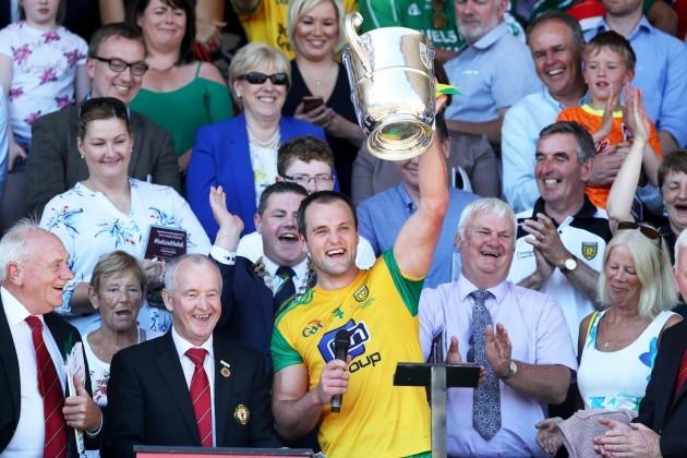Michael Murphy lifts the trophy