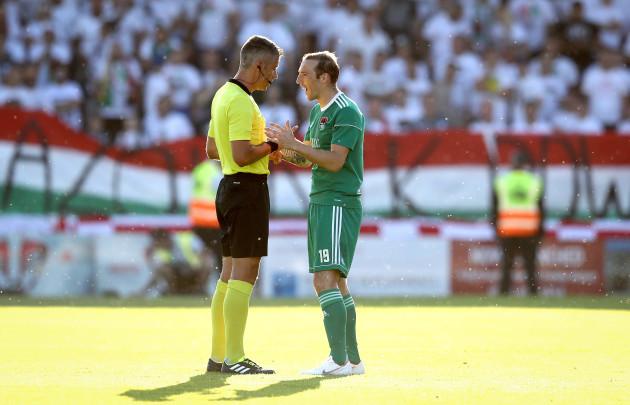 Karl Sheppard with Referee Radu Petrescu