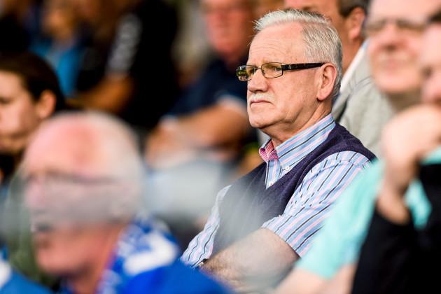 Pat O'Sullivan watches on