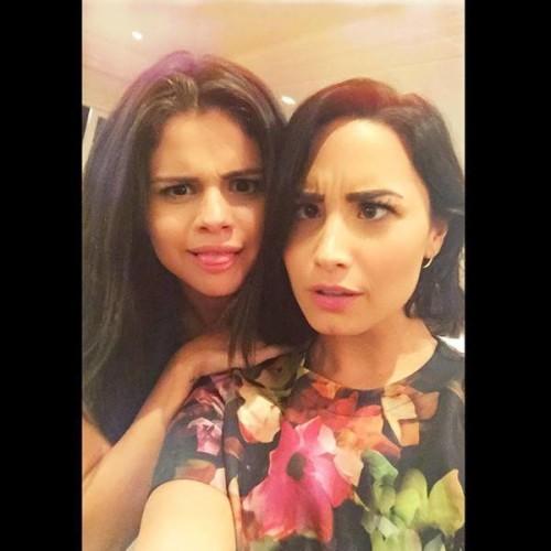 rs_600x600-150910133721-600.Selena-Gomez-Demi-Lovato-Instagram.ms.091015