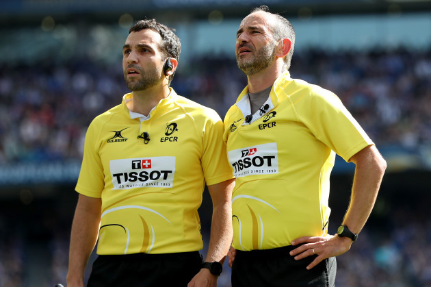Romain Poite consults the TMO with Mathieu Raynal