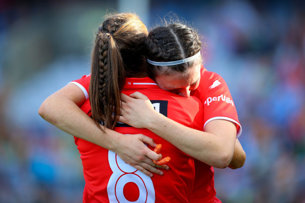 Aisling Hutchings comforts Hannah Looney after the game