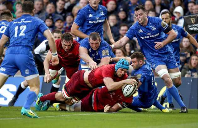 Tadhg Beirne scores his sides first try