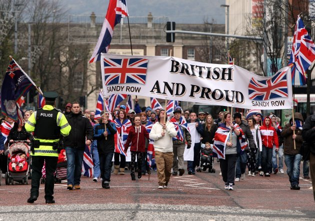 PSNI officers meet with loyalists in bid to end protests ...