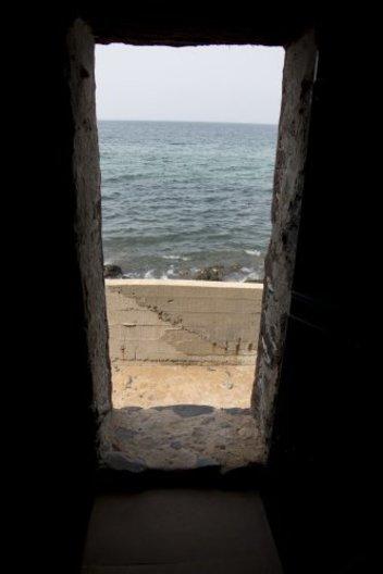 Photos the door of no return the last stop of the for Door of no return