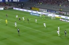 Check out this no-look golazo from the Lyon-Real Madrid friendly tonight