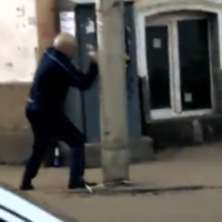 Drunk man has elaborate, imaginary fight with lamppost