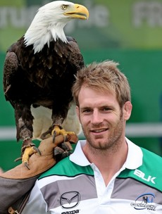Snapshot: Connacht's latest signing Craig Clarke poses with a Bald Eagle