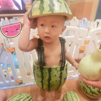Children wearing watermelon suits is China's hottest trend