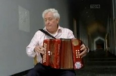 Death of Kerry musician and author of 'A Thig Ná Tit Orm', Maidhc Dainín Ó Sé