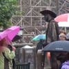 WATCH: Woman's brilliant reaction to moving statue
