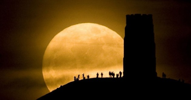 Slideshow: Dramatic images of last night's 'Super Moon'