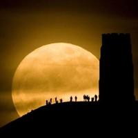 Slideshow: Dramatic images of last night's 'Super Moon'