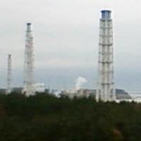 Engineers continue Fukushima struggles as more smoke emerges