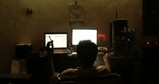 12 signs you are staying up too late on the internet