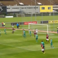 Czech player scores beautiful diving bum volley