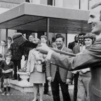 VIDEO: The day Kilkenny legend Eddie Keher taught Muhammad Ali to hurl