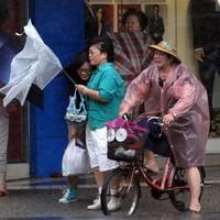 Hundreds of thousands evacuated as typhoon hits China coast