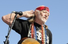 Willie Nelson to avoid jail - by performing in courthouse