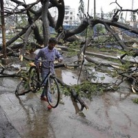 Cyclone in India weakens, with 9 people dead
