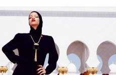 Rihanna asked to leave Abu Dhabi mosque after posing for photographs