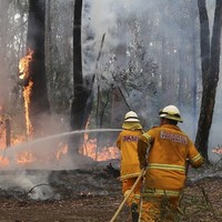 Firefighters deliberately merge two blazes in Australia