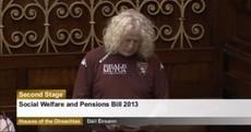 Snapshot: Mick Wallace wears Torino jersey in the Dáil