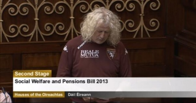 Snapshot: Mick Wallace wears Torino jersey in the Dáil