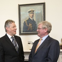 Tánaiste to meet Peter Robinson to discuss sport and peace