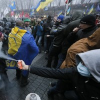 Tens of thousands protest in Kiev over EU agreement delay