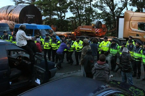 Gardaí and protesters at Shell Bellanabo Gas refinery in Co Mayo