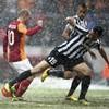 Sneijder strike sends Gala through at Juve's expense