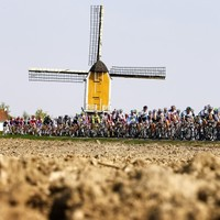 Gilbert strikes late to take Amstel Gold victory