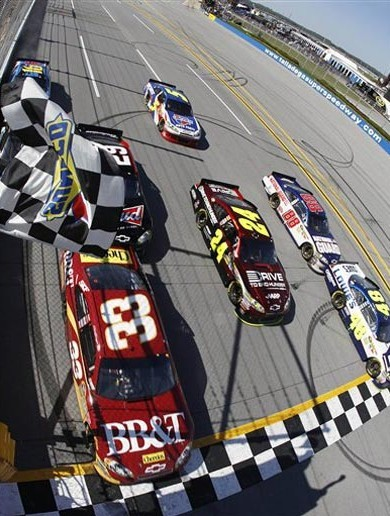 This is what the closest finish in Nascar history looked like