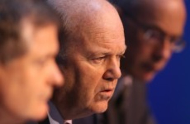 Noonan says pay to top bankers needs re-examination