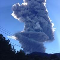 El Salvador begins evacuations after volcano spews out gas and ash