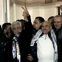 Israel frees 26 Palestinian prisoners under peace talks