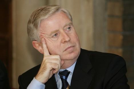 Pat Cox, a member of the board.