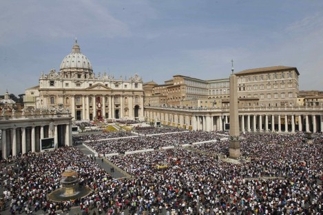 The faithful crowd St Peter's Square during Easter mass celebrated by Pope Benedict XVI.